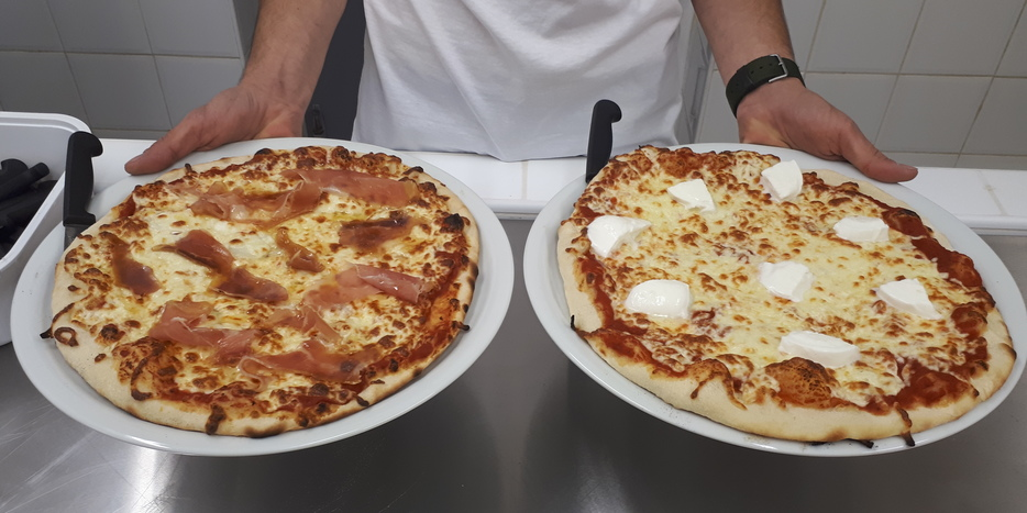 Nos belles pizzas qui sortent du four!